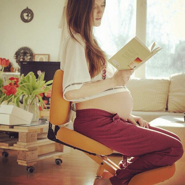 коленный стул для беременной женщины